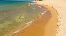 Η ελληνική παραλία που μοιάζει με την έρημο Σαχάρα -Χρυσοί αμμόλοφοι στο κύμα
