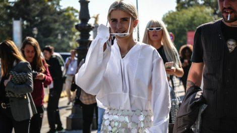 5 stylish και ιδιαίτερα outfits για τον δροσερό ενδιάμεσο καιρό